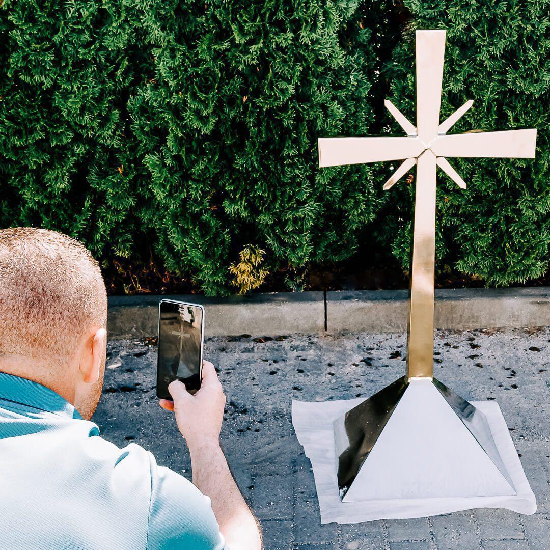 złoty krzyż nadach kościoła