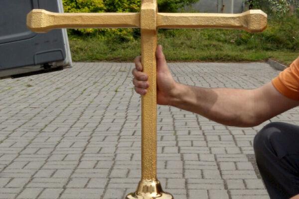 Renowacja obiektów sakralnych - Kościół Piotra iPawła wOpolu - Złoty krzyż