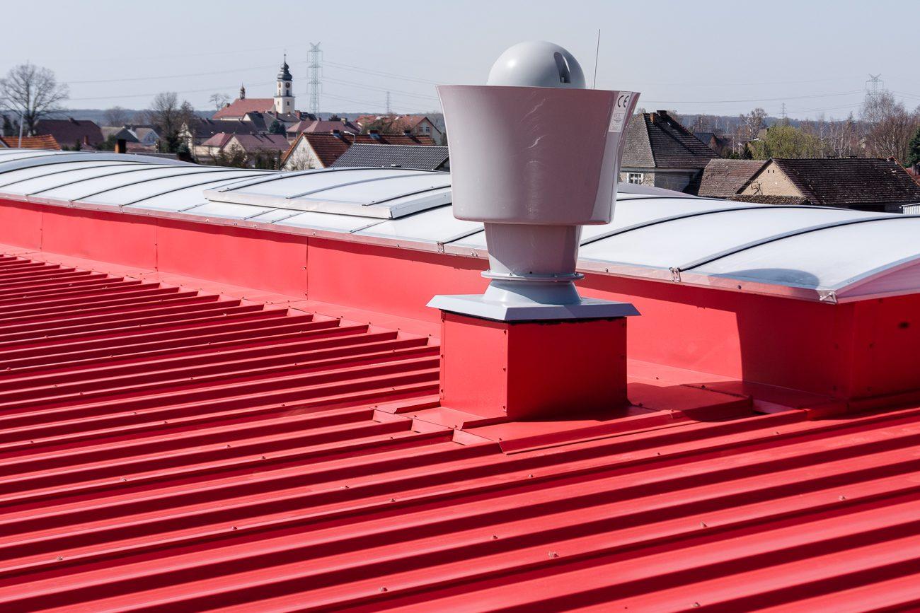Obróbki blacharskie iopierzenia dachu