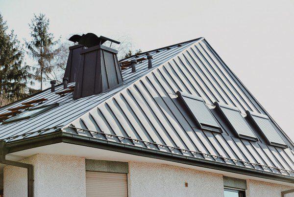 Pokrycia dachowe wykonane zarkuszy itaśm napodkładzie ciągłym