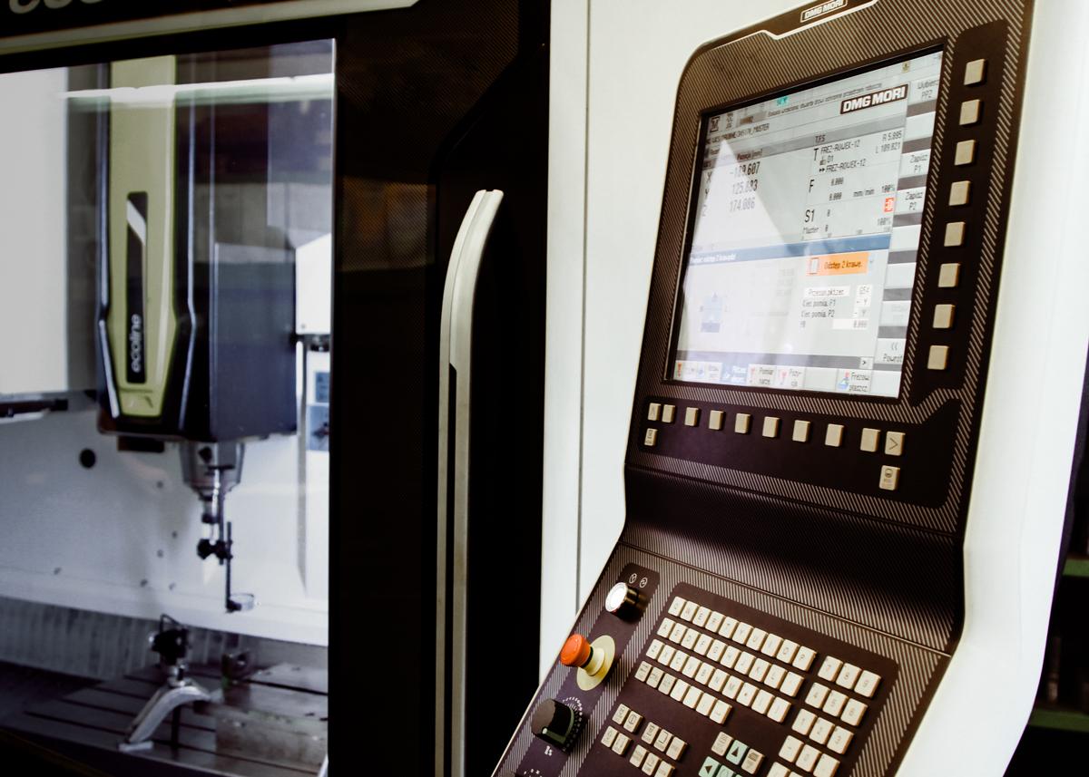 Operator frezarki CNC