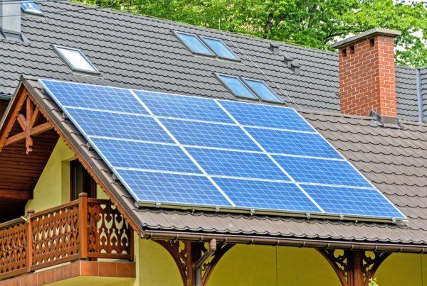 Jak wybrać najlepszą i najbardziej wydajną instalację solarną na działkę i do domku letniskowego