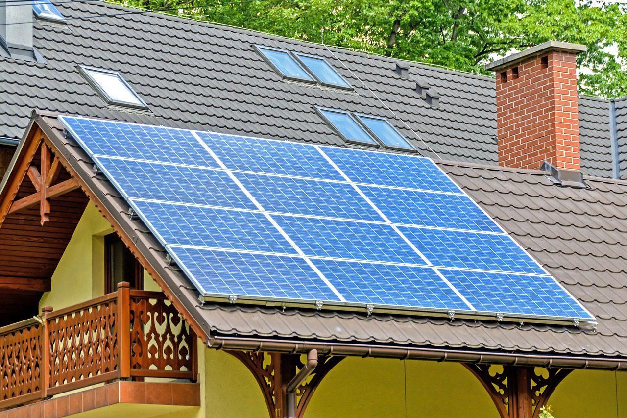 Jak wybrać najlepszy i najbardziej wydajny system solarny na działkę lub do domku letniskowego?
