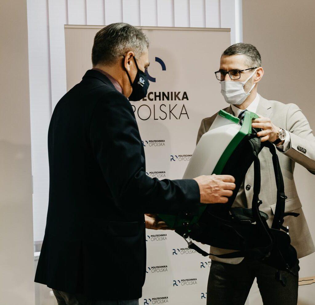 Protec przekazał specjalistyczny sprzęt do dezynfekcji dla Politechniki Opolskiej.